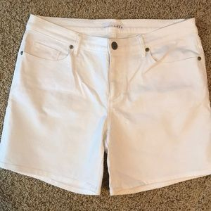 White relaxed skinny denim shorts